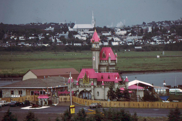 http://www.icomos.org/~fleblanc/projects/1983-1992_HC/main_street/ms_en/communities/qc_riviere-du-loup/images/i_23_qc_riviere-du-loup_1988.JPG